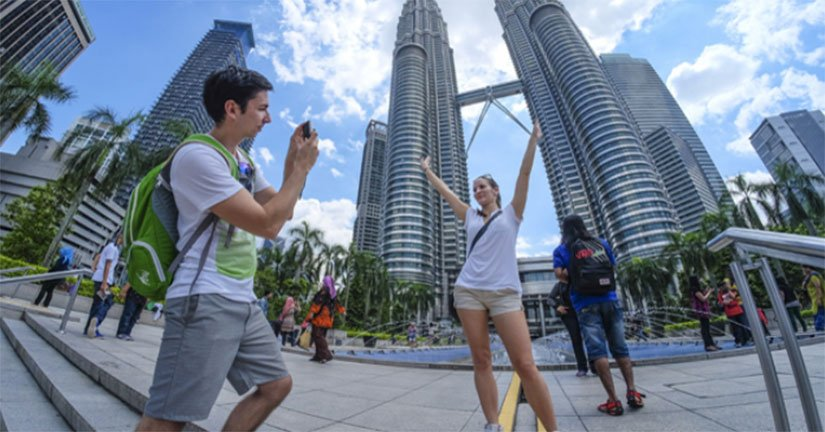 Foreign-tourists-in-malaysia