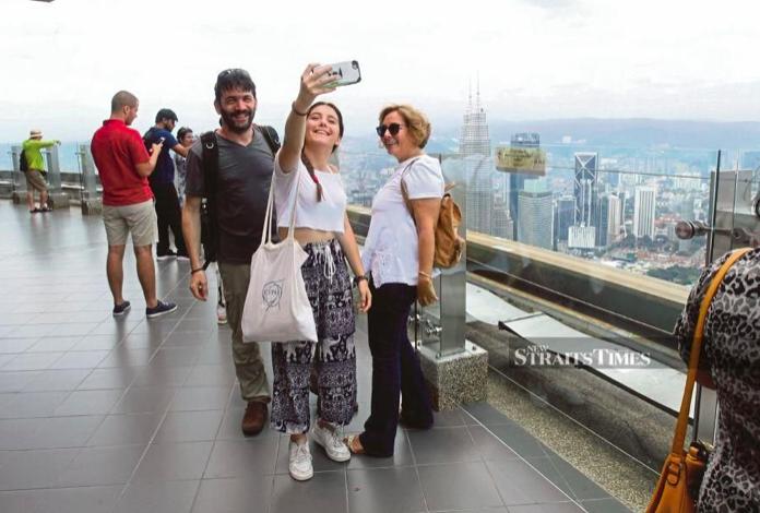 Foreign tourists malaysia