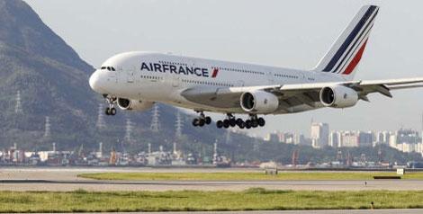 Air France A380 lands in Hong Kong