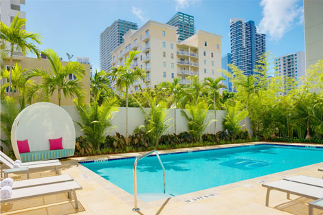 Aloft Miami Brickell pool