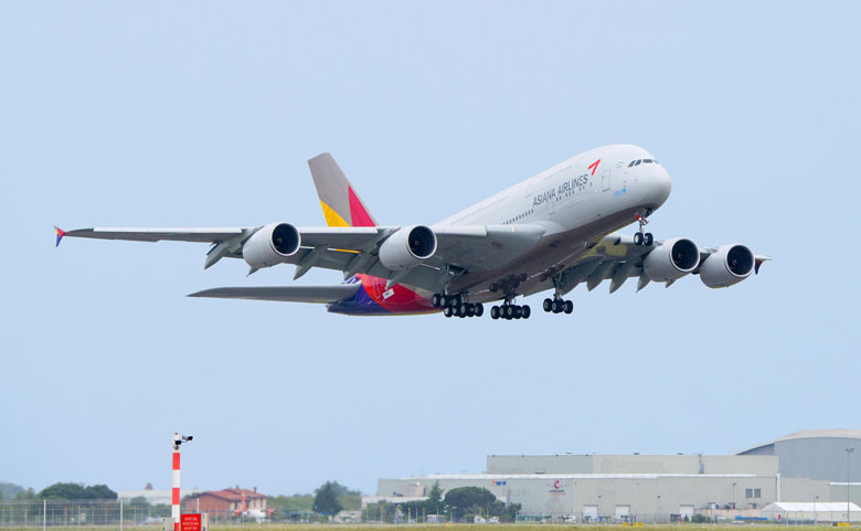 Asiana A380 takes off from Toulouse