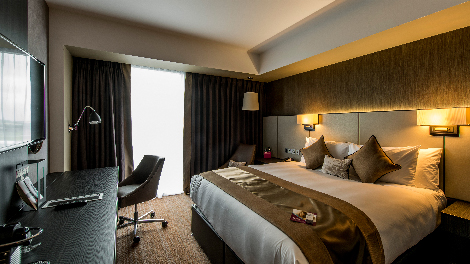 Crowne Plaza at Aberdeen International Airport bedroom