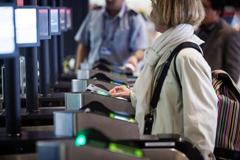 Heathrow \\\\\\\\\\'positive boarding\\\\\\\\\\' card checker