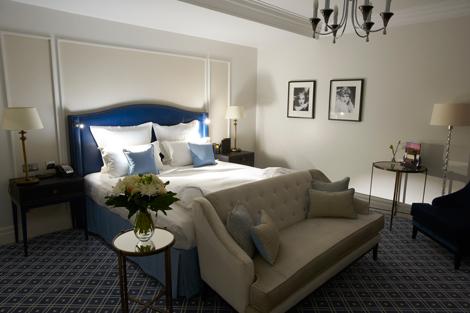 Waldorf Hilton, London guestroom