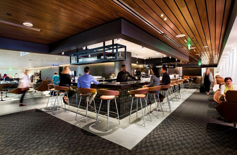 Los Angeles Business Lounge bar