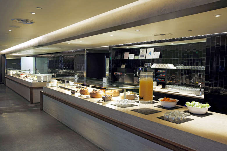 Los Angeles Business Lounge dining area