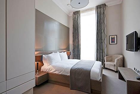 130 Queen\\'s Gate bedroom