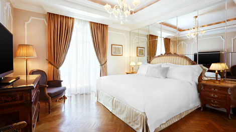 Grand suite in Athens\\\\\\' King George hotel