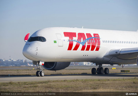 The TAM branded A350 taxiing