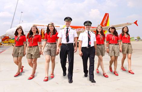 Vietjet pilots and flight attendants