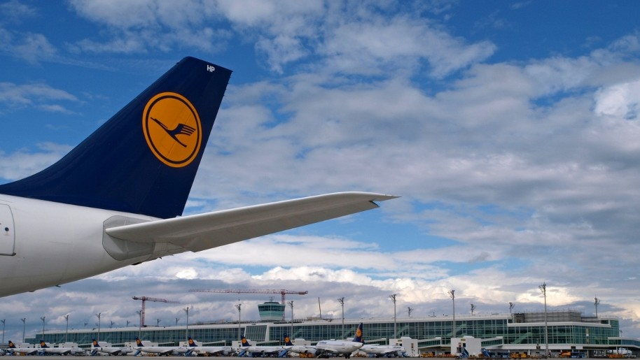 currency and lufthansa On saturday, united said it was halting its route between caracas and houston, citing weak demand rather than the ongoing currency dispute airlines from lufthansa to air canada have pulled out of venezuela in recent years, citing everything from the payment dispute to safety concerns government.