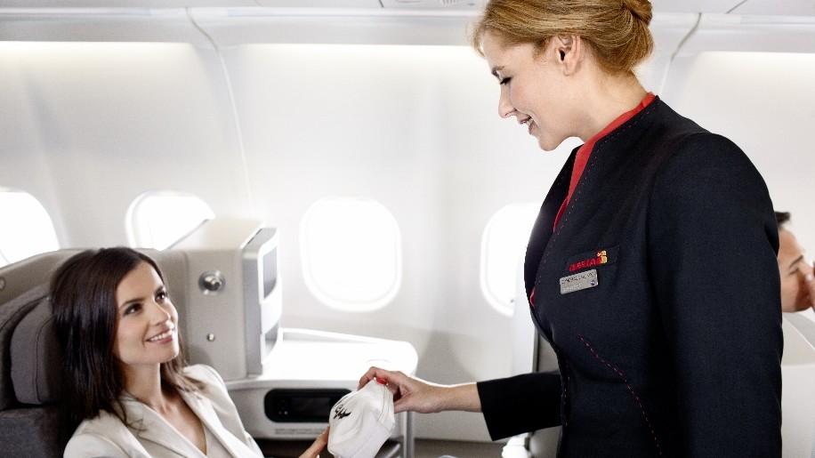 Aer Lingus owner to launch budget transatlantic service