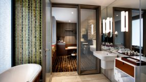 Crowne Plaza Changi Airport----Bathroom in Business Twin Room