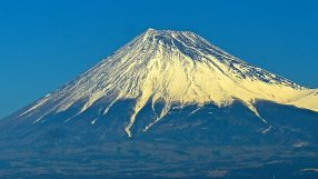 Mt. Fuji tour, credit: DoctorJoeE, cc4.0, wikipedia