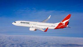 Qantas' B737-800