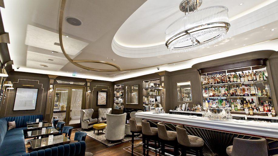 Hyatt Regency, The Churchill Bar
