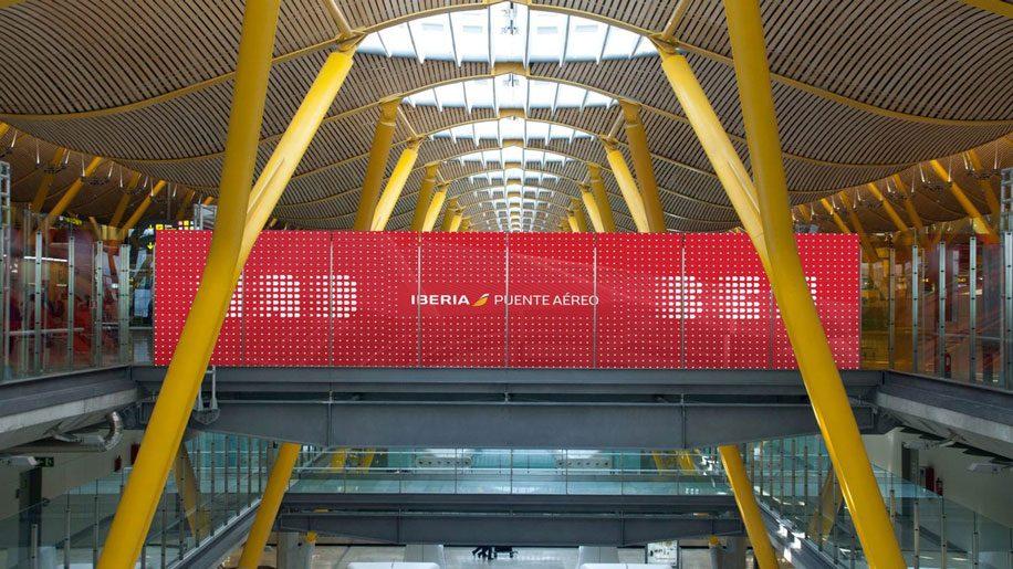Iberia and vueling enhance madrid barcelona shuttle for Aereo barcelona paris