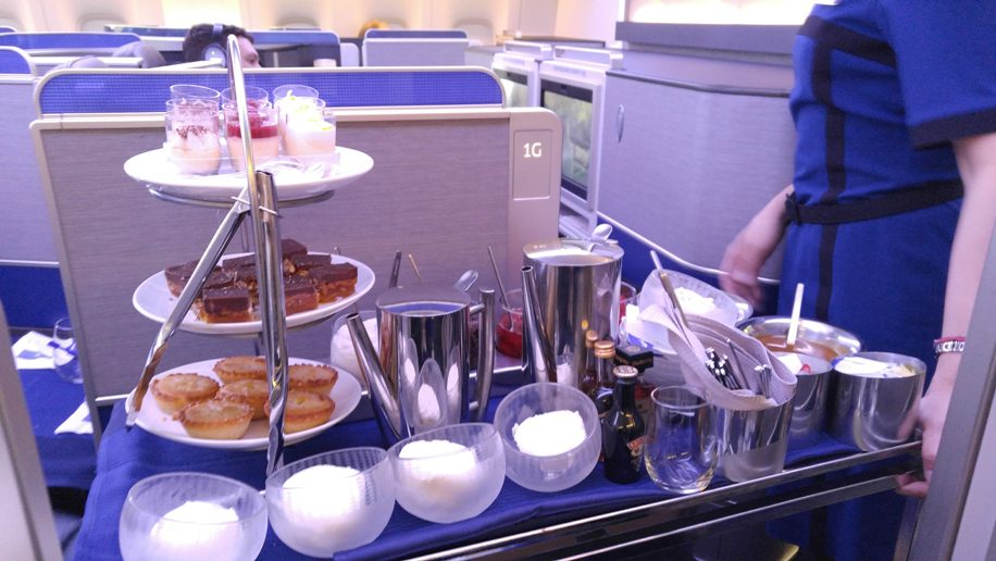 United B777-300ER Polaris Business dessert trolley