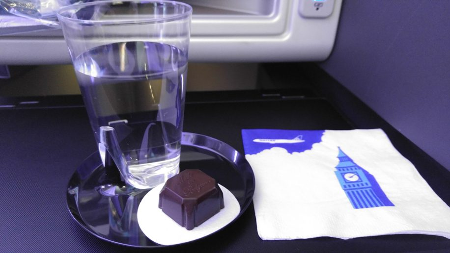 United B777-300ER Polaris Business welcome drink