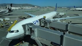 United B777-300ER at SFO